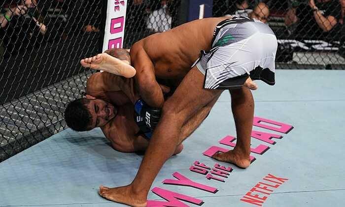 Petarung MMA mematahkan lengannya setelah kuncian lawan