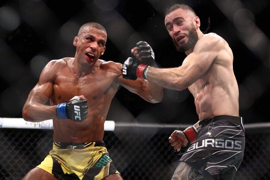 Petarung MMA pingsan karena tersandung dirinya sendiri