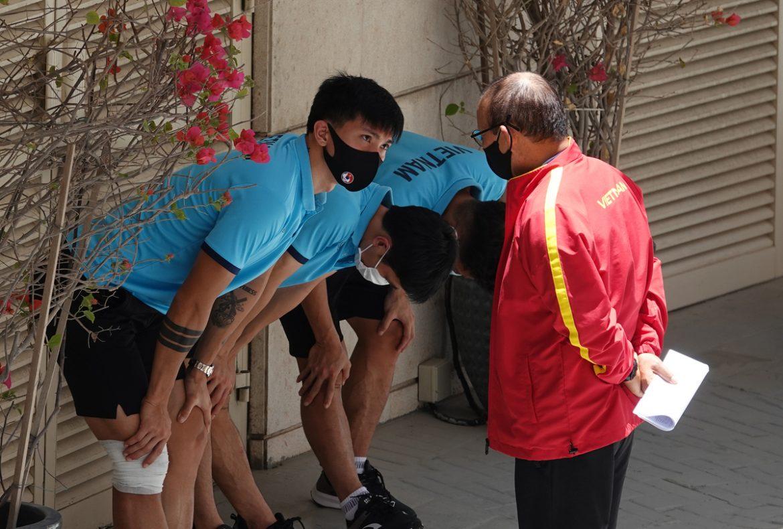 Tim Vietnam berlatih pada siang hari di matahari 42 derajat