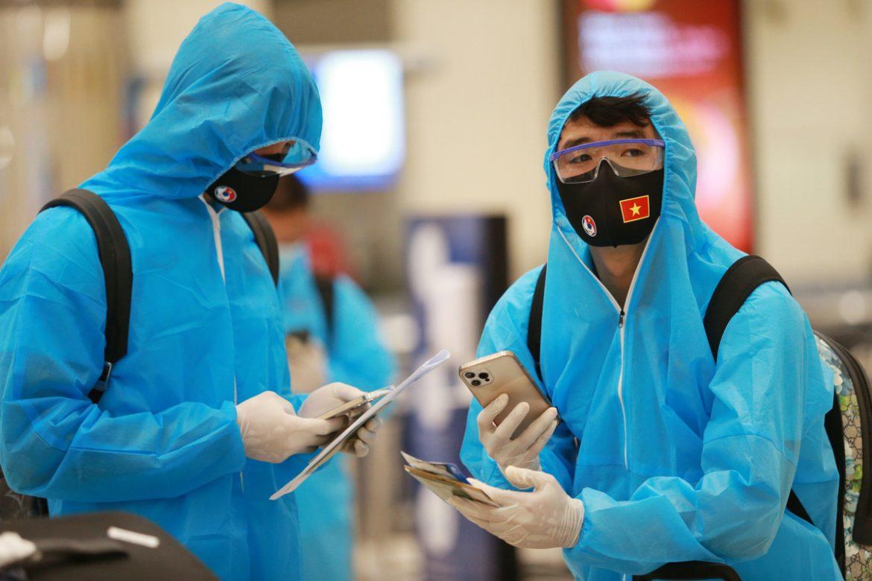 Rekrut Vietnam untuk memakai alat pelindung saat tiba di Dubai