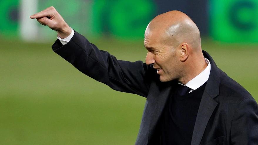 Zidane adalah kandidat nomor satu untuk menggantikan Pirlo