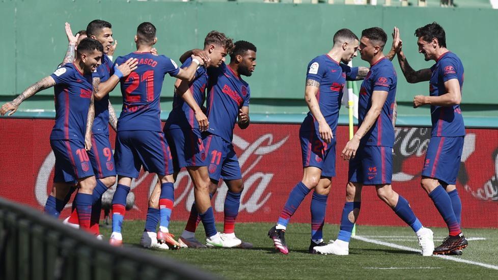 Atletico mempertahankan puncak klasemen sebelum pertarungan hebat Barca