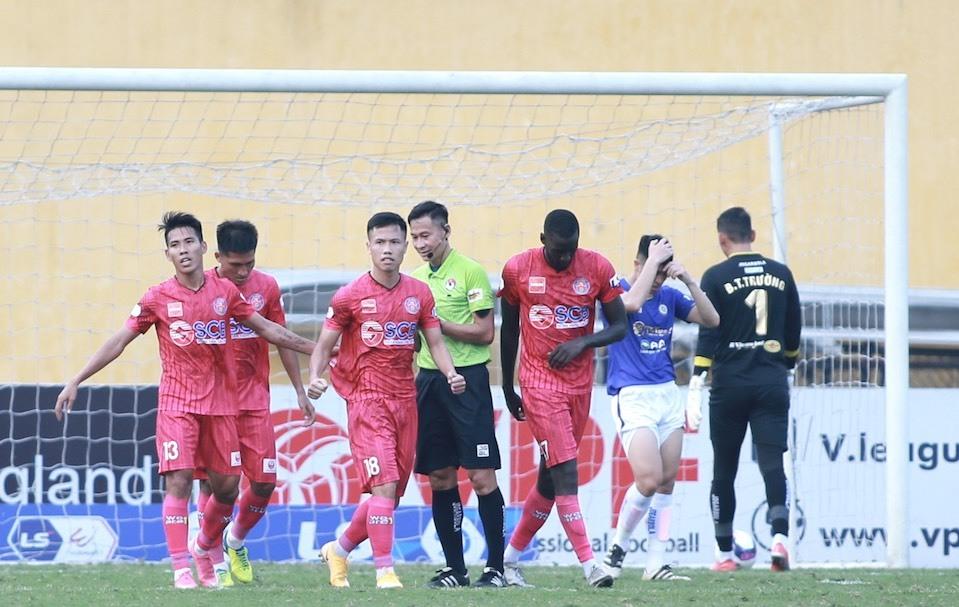 LiveHanoi 1-1 Saigon (babak kedua): Manh Cuong menyamakan kedudukan