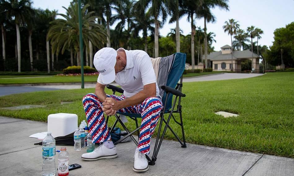 Pelatih golf melakukan mogok makan