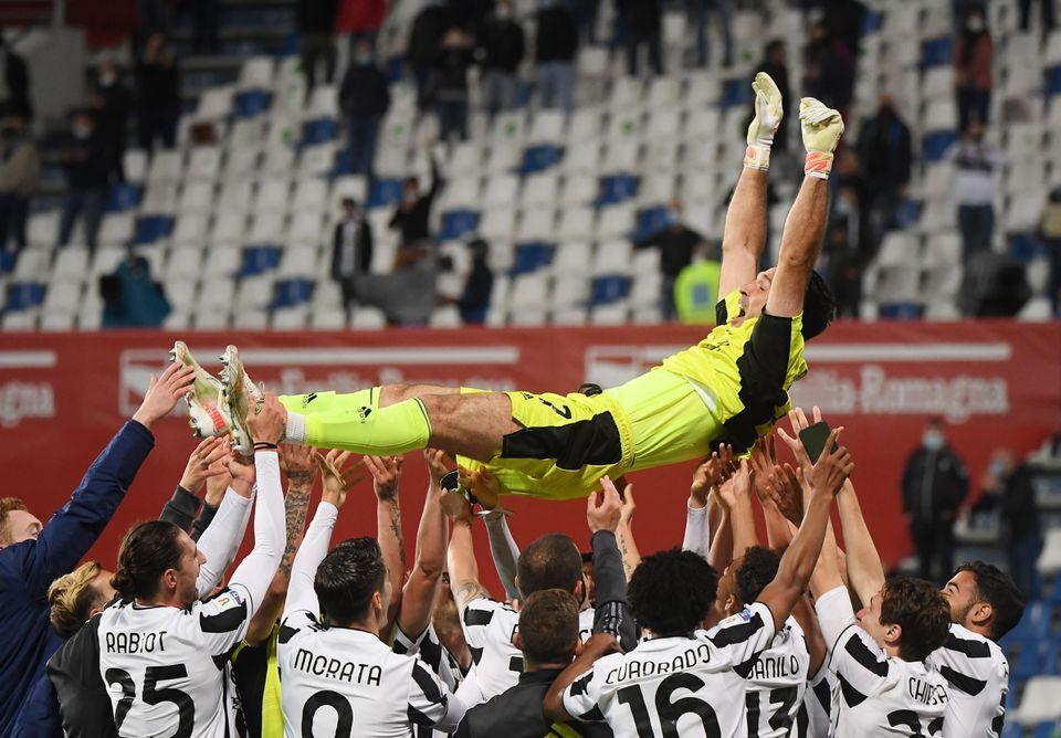 Buffon memenangkan Piala Italia bersama ayah dan anak Chiesa