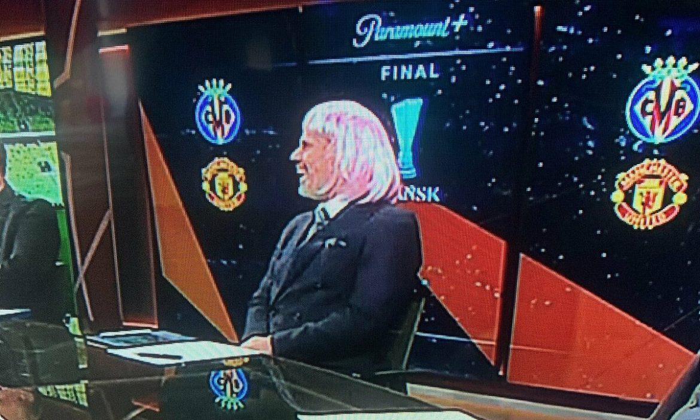 Carragher memakai wig untuk merayakan kekalahan Man Utd