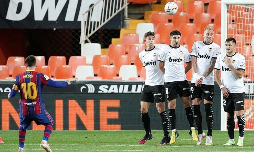 Messi membantu Barca menjaga kans mengungguli Atletico