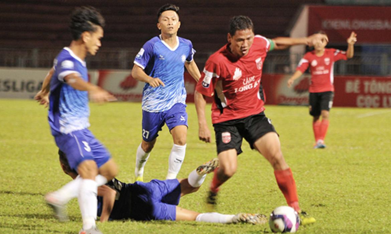 'Jenderal Tua' Anh Duc mencetak gol kelima di Divisi Pertama