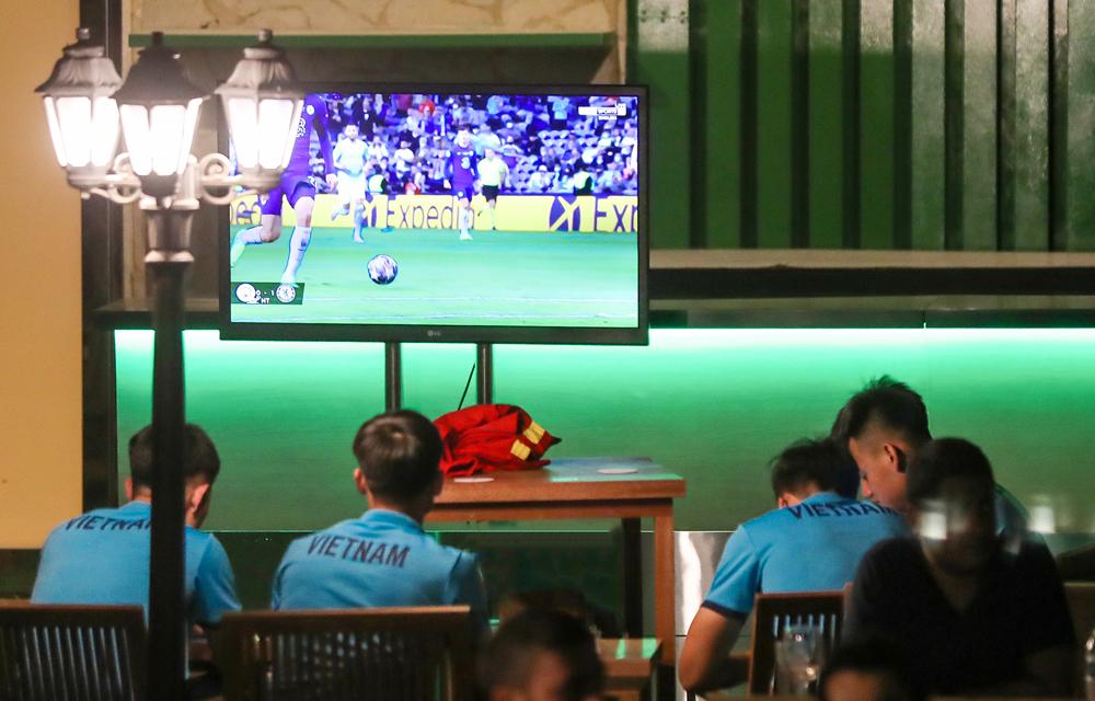 Ngoc Hai dan Xuan Truong saling mengundang untuk menyaksikan final Liga Champions
