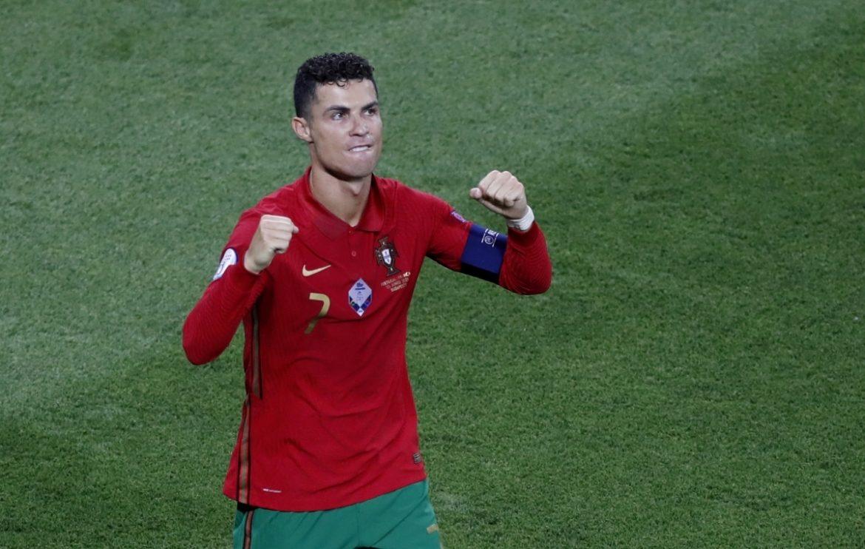 Dunia sepak bola tunduk pada Ronaldo