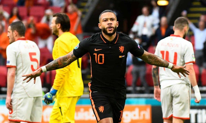 Belanda menang di babak penyisihan grup