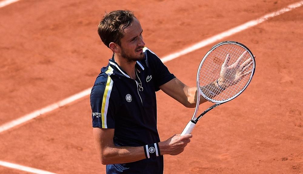 Medvedev vs Tsitsipas di Roland Garros