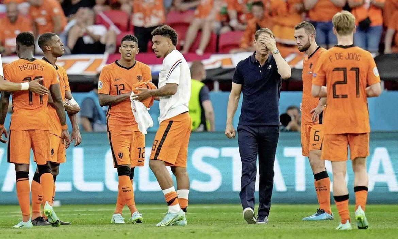 Telegraaf: 'Belanda membayar kepercayaan buta pada De Boer'