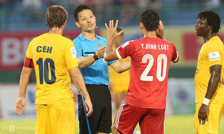 Orang tua di V-League memegang peluit untuk pertandingan Vietnam – Malaysia