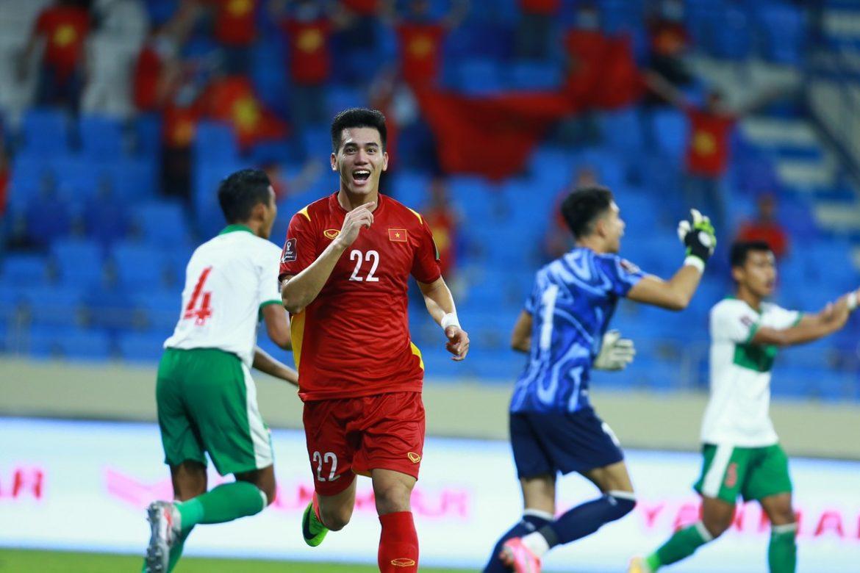 Senyum kemenangan dari striker Tien Linh