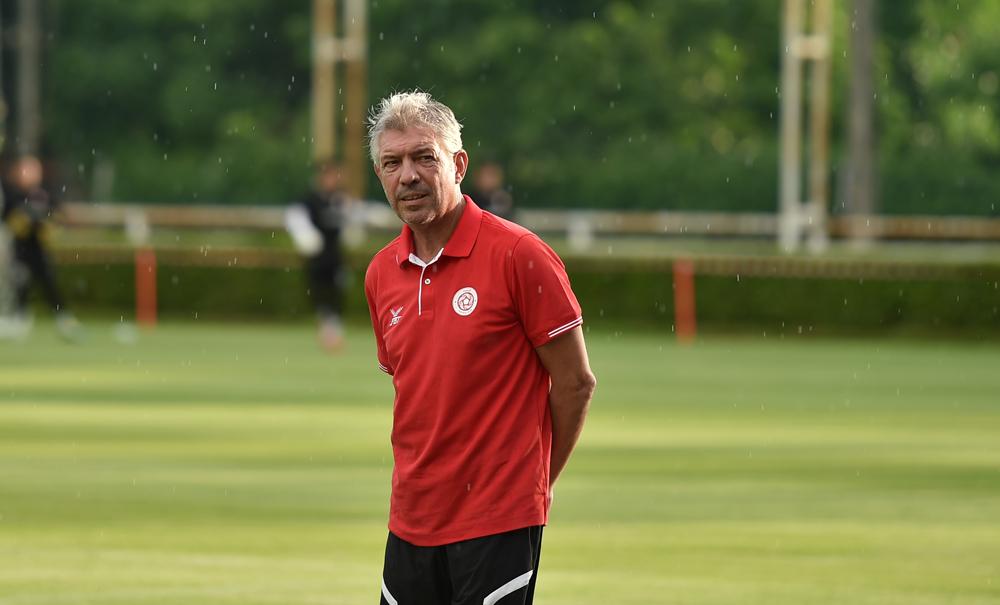 Direktur teknik Jurgen Gede memimpin Viettel di Liga Champions AFC