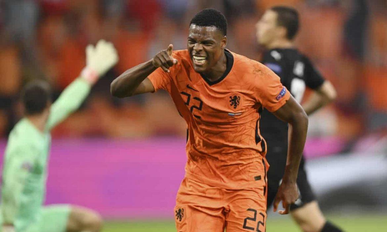 Belanda memasuki babak 1/8 dengan menempati posisi pertama grup