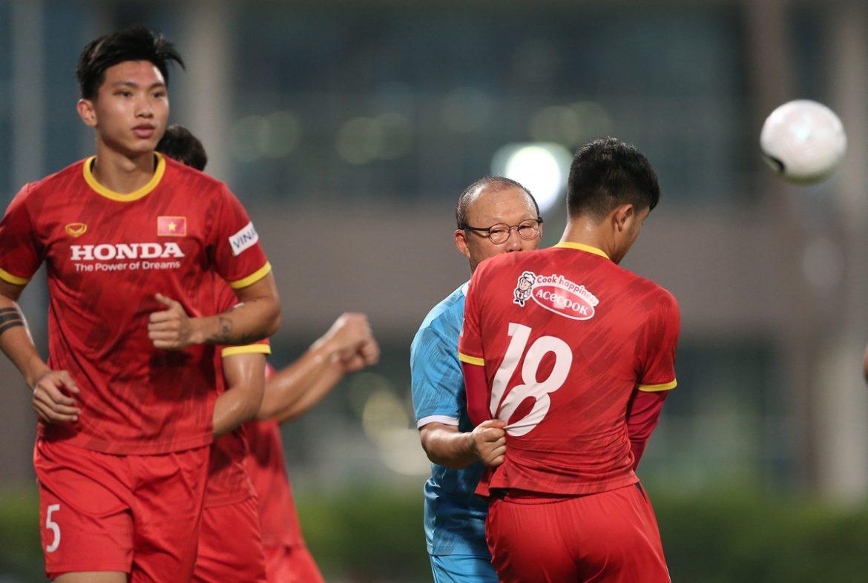 Pelatih Park Hang-seo mengoreksi Ha Duc Chinh