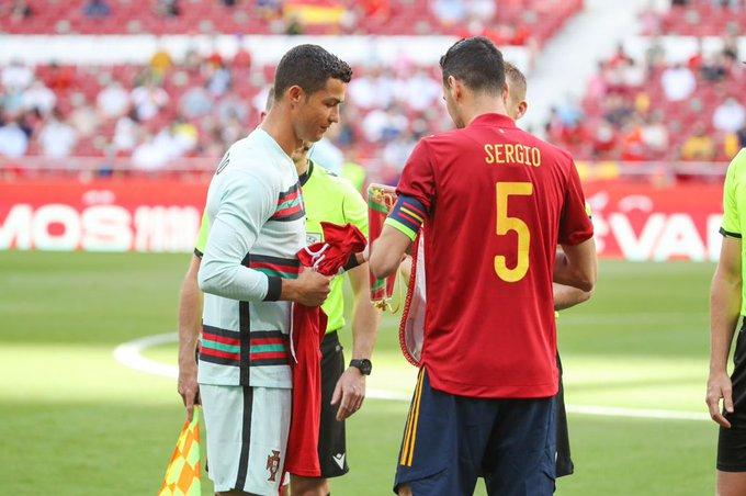 Busquets bertemu Ronaldo sebelum tertular Covid-19