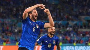 Fans Italia: 'Vieira, Neville tidak bisa menonton sepak bola'