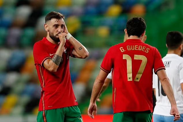 Ronaldo, Fernandes bantu Portugal menang besar