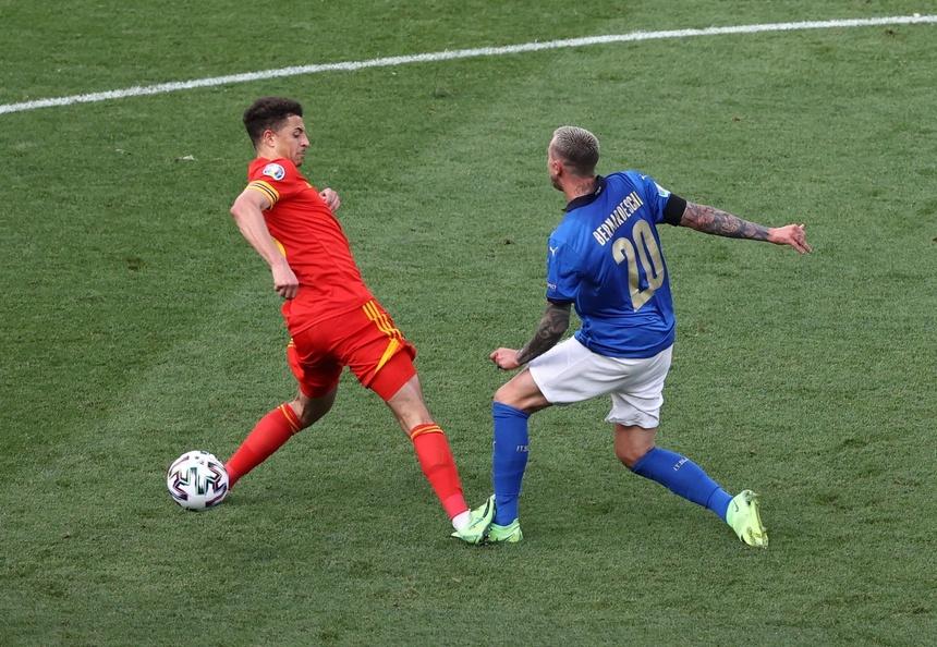 Fans berdebat tentang kartu merah di pertandingan Italia – Wales