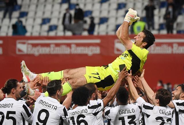 Buffon terdegradasi ke Serie B untuk bermain untuk Parma