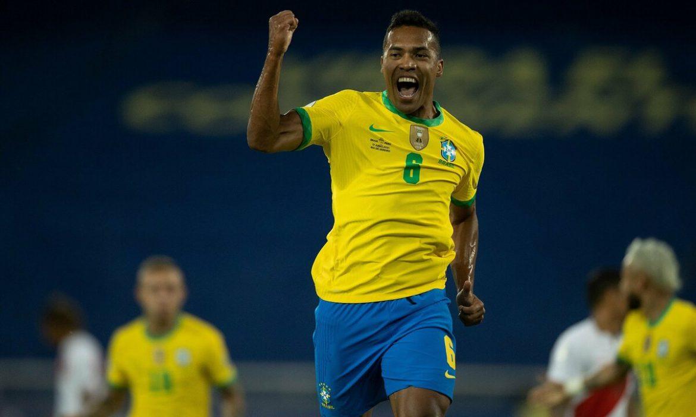 Brasil 1-0 Peru (babak pertama): Fabinho melakukan tendangan jarak jauh