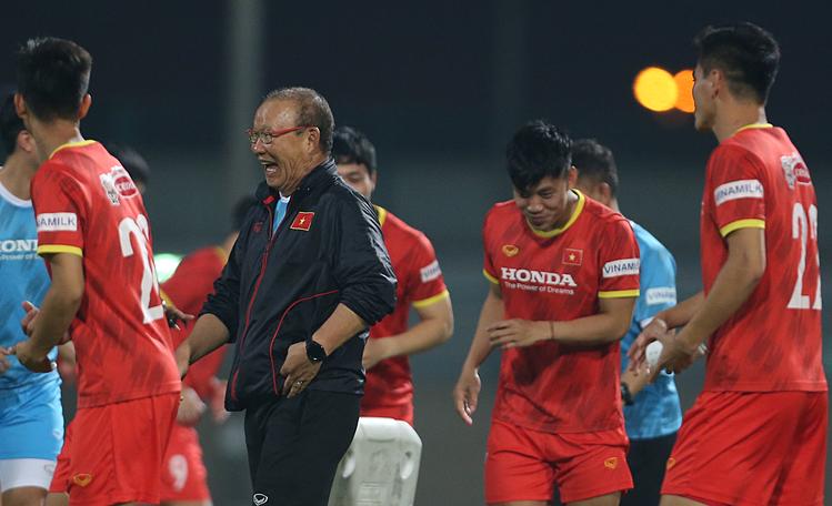 """Pelatih Park Hang-seo """"memainkan"""" Nguyen Tien Linh"""