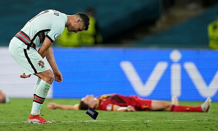 Ronaldo melempar dan menendang kapten Portugal