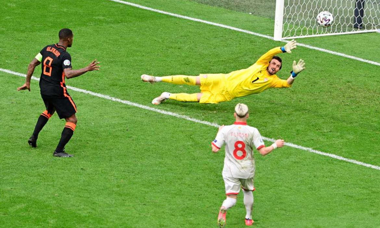 Makedonia Utara 0-3 Belanda (babak ke-2): De Boer menggantikan pasangan striker