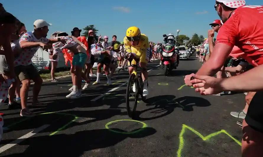 Pogacar berhasil mempertahankan Rompi Kuning Tour de France