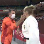 Pelatih menampar siswa agar tetap terjaga di Olimpiade 2020