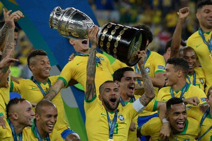 Dani Alves mengincar rekor Olimpiade baru