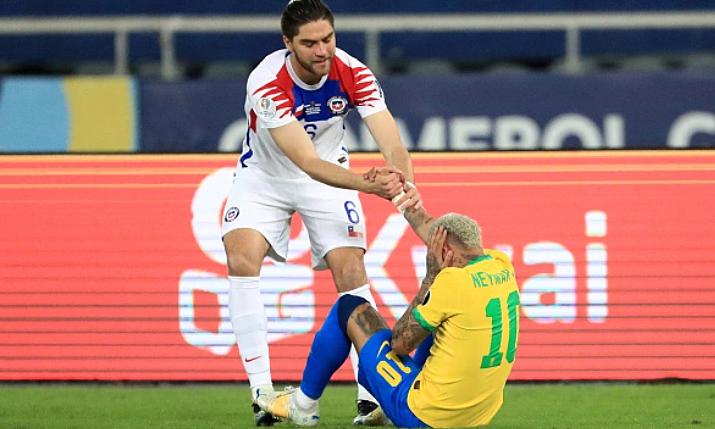 Brazil 0-0 Chile (babak pertama): Tuan rumah menendang empat striker