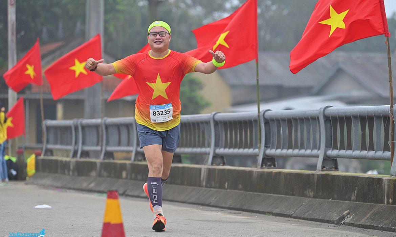 Runner V-Race menyumbangkan hampir 750 juta untuk dana vaksin quỹ