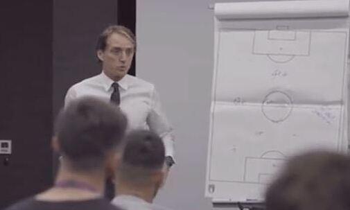 Apa lelucon Mancini dengan murid-muridnya sebelum final Euro 2021?