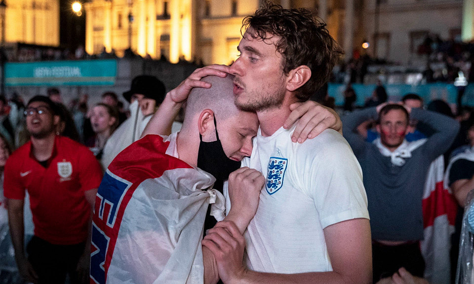 Fans Inggris meminta liburan setelah kalah di final Euro