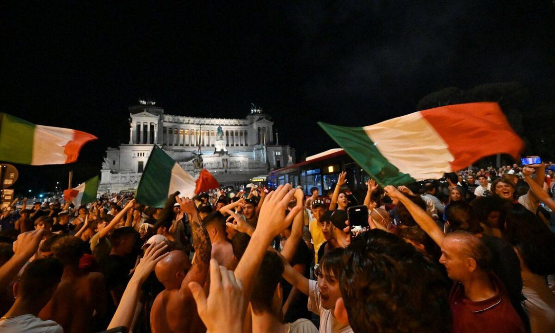 Roma tidak tidur untuk merayakan Italia memenangkan Euro 2021