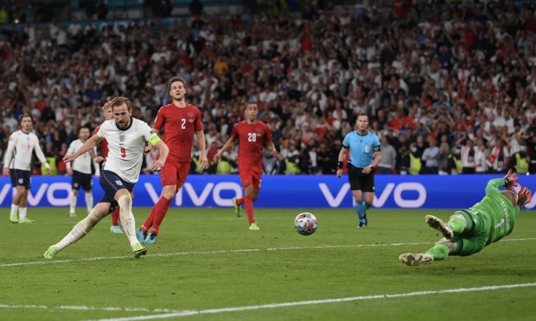 Wenger: 'Phạt đền cho Anh là sai lầm'