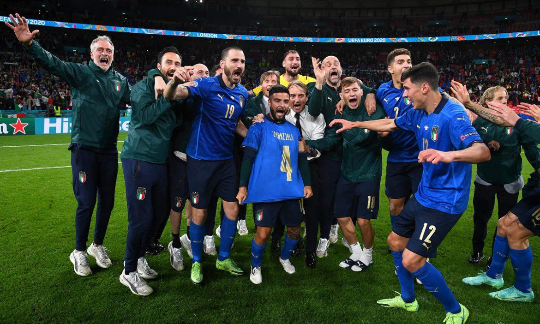 Tim Italia memberi penghormatan kepada Spinazzola