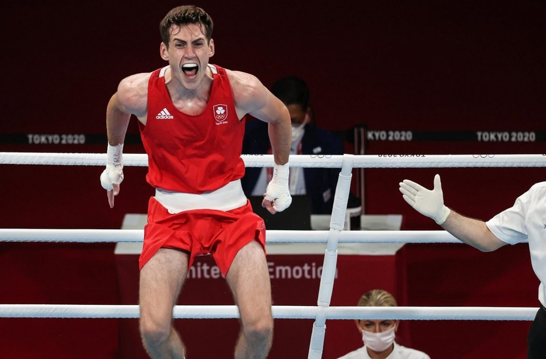 Boxer keluar dari Olimpiade karena cedera saat merayakan