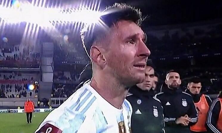 Messi terus-menerus menangis selama perayaan publik Copa America